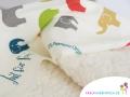 Kuschelige Decken aus hochwertigen Designerstoffen aus hautfreundlicher 100% Baumwolle und Teddyplüsch sind in vielen Varianten und Größen erhältlich.